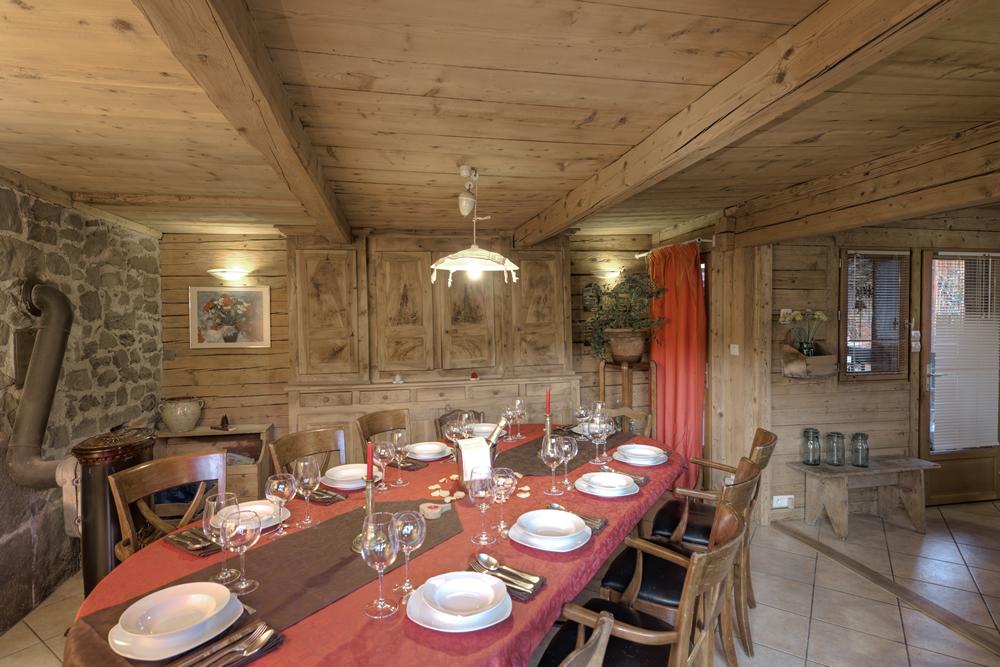 Chalet la clusaz chalet cashmere spirit pour 12 personnes for Salle a manger de luxe en bois